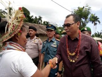 Warga Monganpoula Sambut Kunjungan Safari Natal Bupati Mentawai