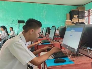 Tak Ada Internet Simulasi UNBK SMA 1 Pagai Utara Secara Luring